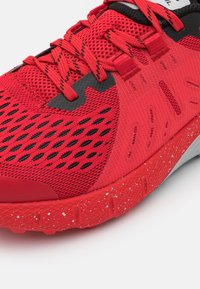 Under Armour - CHARGED BANDIT - Trail running shoes - red - 5