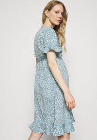 ONLY - OLMOLIVIA WRAP DRESS - Žerzejové šaty - dusk blue - 2
