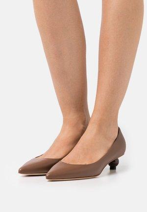 TARSO - Classic heels - brown