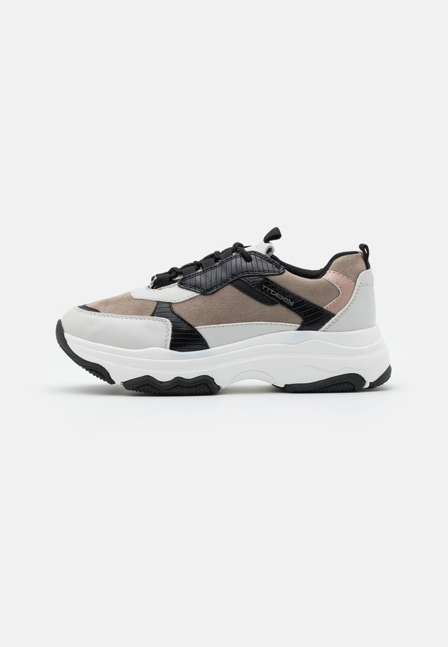 Sneakers - offwhite/mud