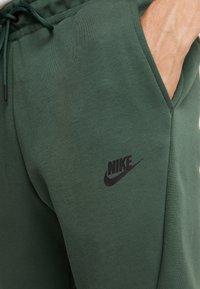 Nike Sportswear - Spodnie treningowe - galactic jade/black - 3