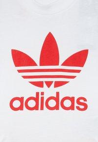 adidas Originals - SET UNISEX - Shorts - white/lusred - 5