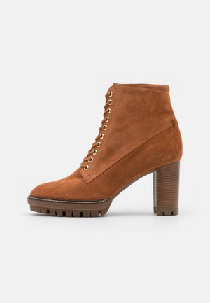 Šněrovací kotníkové boty - nut