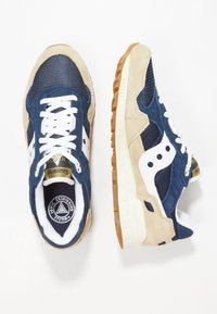 Saucony - SHADOW DUMMY - Sneakers basse - tan/navy/white - 1
