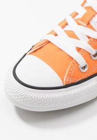 Converse - CHUCK TAYLOR ALL STAR SEASONAL COLOR - Trainers - orange - 5