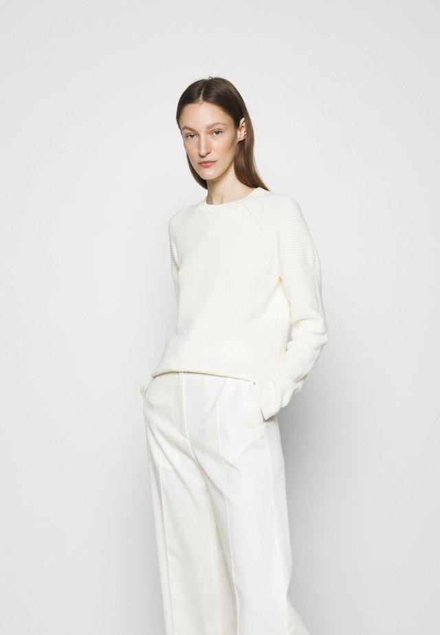MARIE - Svetr - white chal