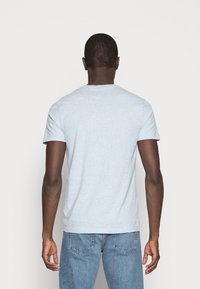 Abercrombie & Fitch - NEW FRINGE V NECK 3 PACK - T-shirt imprimé - red/light blue/navy blue - 2