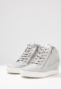 XTI - High-top trainers - ice - 4