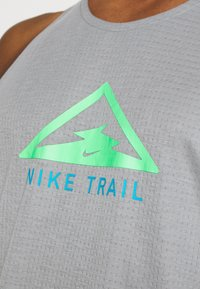 Nike Performance - RISE 365 TANK TRAIL - Sports shirt - particle grey/poison green - 5