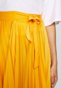 Who What Wear - THE PLEATED WRAP SKIRT - A-line skjørt - sunflower - 6