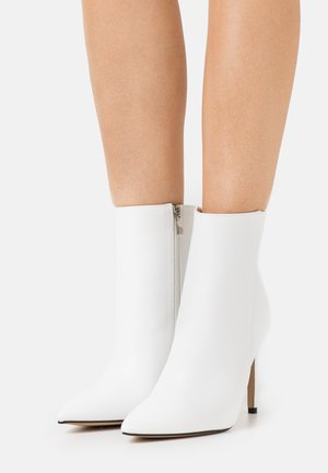 ALYSE - High heeled ankle boots - white