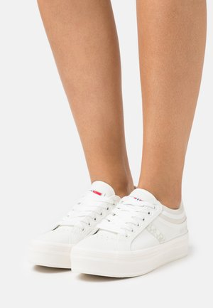 NEST - Trainers - bright white