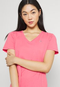 Tommy Jeans - SOFT V NECK TEE - T-paita - botanical pink - 3