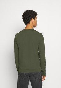 Calvin Klein - LONG SLEEVE 2 PACK - Long sleeved top - black/dark green - 3