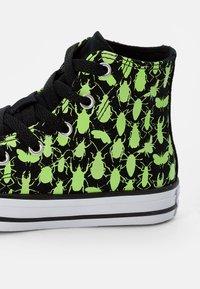 Converse - CHUCK TAYLOR ALL STAR GLOW BUG - Zapatillas altas - black/ceramic green/white - 5