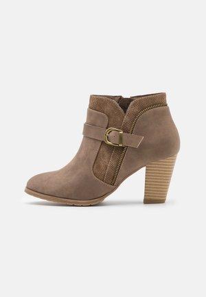 AZANTE - Boots à talons - camel