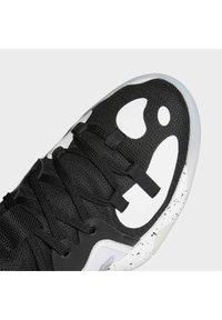 adidas Performance - HARDEN STEP-BACK 2.0 BASKETBALLSCHUH - Basketball shoes - black - 8