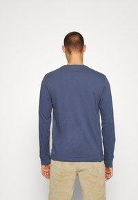 Levi's® - GRAPHIC TEE UNISEX - Maglietta a manica lunga - blue inigo - 2