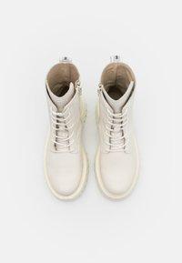 Bronx - GROOV-Y - Platform ankle boots - winter white - 5