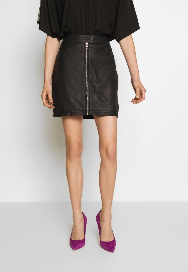 EXCLUSIVE ZIP MINI SKIRT - Falda de cuero - black