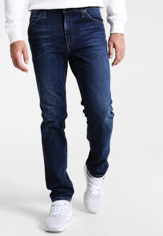 TRAMPER - Džíny Slim Fit - stone washed