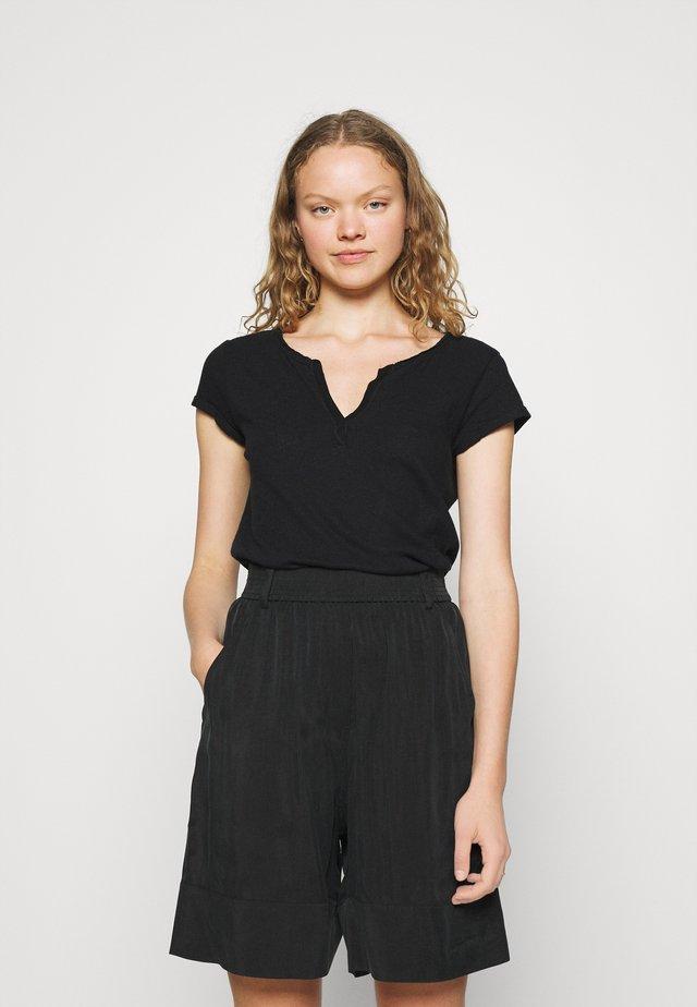 TROY TEE - Jednoduché triko - black