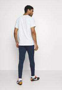 Nike Performance - KROATIEN DRY PANT - Voetbalshirt - Land - midnight navy/ligth crimson/ligth crimson - 2