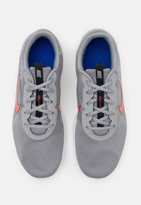 Nike Performance - FLEX EXPERIENCE RUN 9 - Zapatillas de competición - particle grey/chile red/black/racer blue - 3