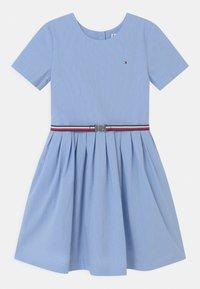 Tommy Hilfiger - BOX PLEAT DRESS - Robe chemise - calm blue - 0
