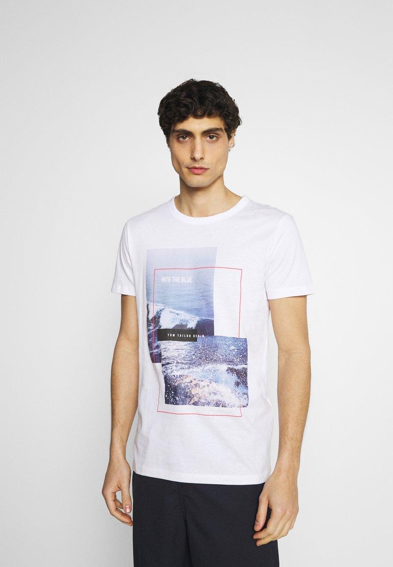 TOM TAILOR DENIM - WITH FOTOPRINT - Printtipaita - white