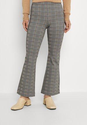 VMKAMMA FLARED CHECK PANT - Pantaloni - black