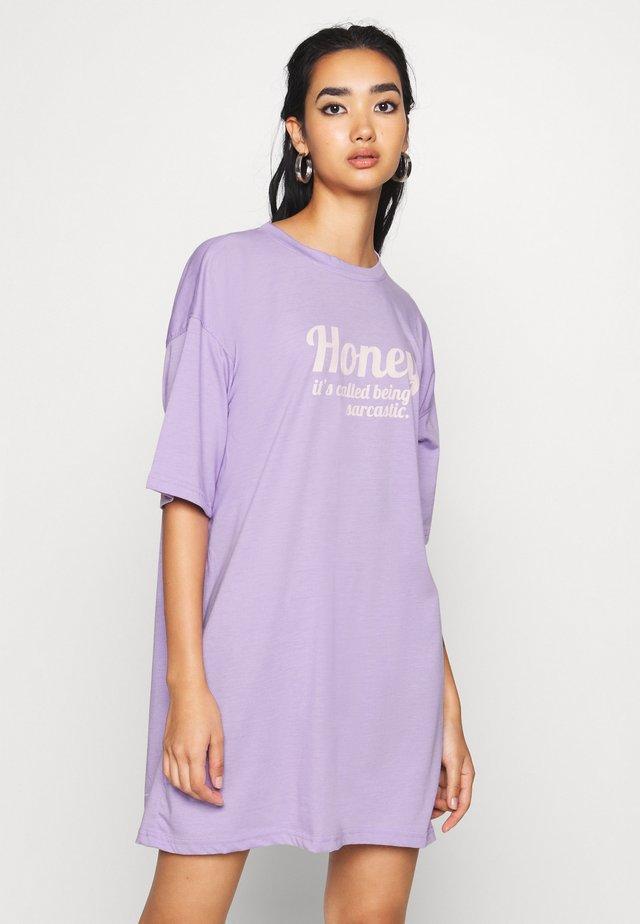 OVERSIZED DRESS HONEY - Jerseykjoler - lilac