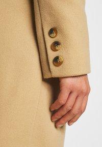 Miss Selfridge Petite - COAT - Klasický kabát - camel - 6