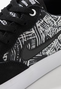 Nike SB - CHRON SLR PRM UNISEX - Sneakers laag - black/white - 5