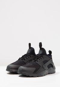 Nike Sportswear - HUARACHE RUN ULTRA (PS) - Sneakers - black - 2