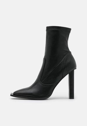 LAVINIA - Kotníková obuv na vysokém podpatku - black