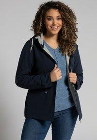 Ulla Popken - Soft shell jacket - navy - 1