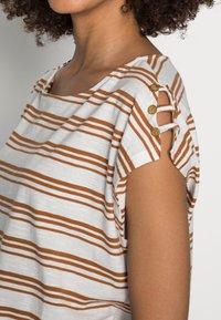 Esprit - BUTTON - Print T-shirt - off white - 4