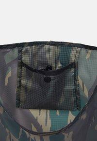 Carhartt WIP - KEYCHAIN SHOPPING BAG UNISEX - Maisiņveida soma - unite/copperton - 3
