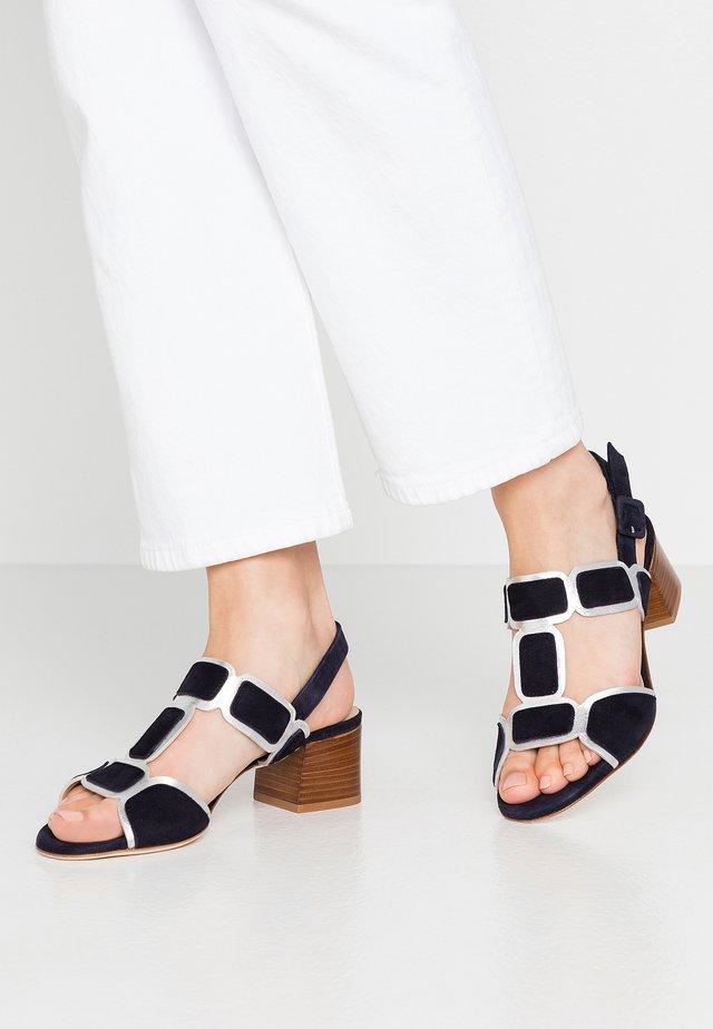 TATZCUO - Sandaalit nilkkaremmillä - argetno/blu