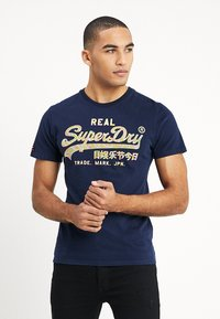 Superdry - VINTAGE LOGO TEE - Print T-shirt - gardena navy - 0