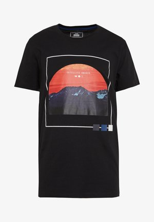 JCOSCAPE TEE CREW NECK ON - Printtipaita - black