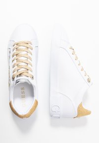 Guess - PRYDE - Joggesko - white/gold - 3