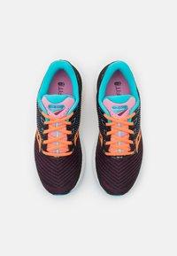 Saucony - TRIUMPH 18 - Neutrální běžecké boty - future black - 3