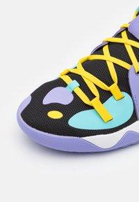 adidas Performance - HARDEN STEPBACK 2 BASKETBALL BOUNCE SHOES UNISEX - Basketball shoes - core black/team yellow - 5