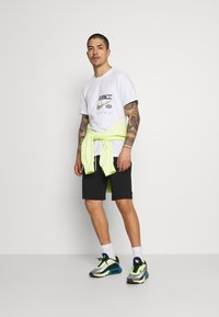 Nike Sportswear - MIX - Shortsit - black/ice silver/white - 1