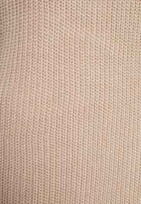 Missguided Petite - AYVAN OFF SHOULDER DRESS - Jumper dress - beige - 2