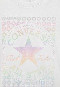 Converse - CHUCK PATCH - Camiseta estampada - white - 2