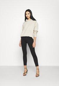 ONLY - ONLMISSOURI LIFE CARGO - Jeans Skinny Fit - black denim - 1