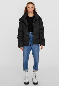 Stradivarius - MIT ROLLKRAGEN - Winter jacket - black - 0